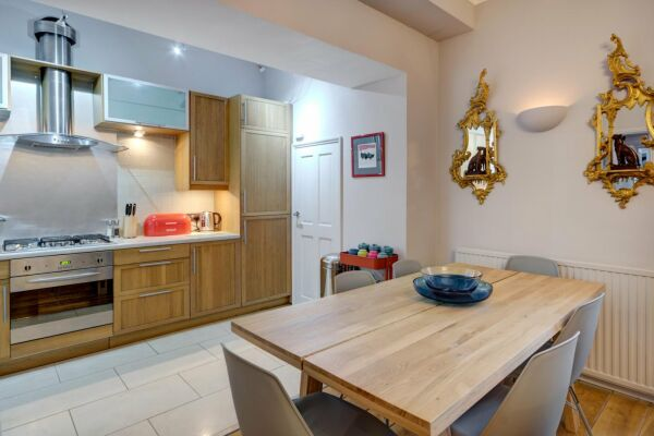 Kitchen, Lansdown Terrace Serviced Apartment, Cheltenham