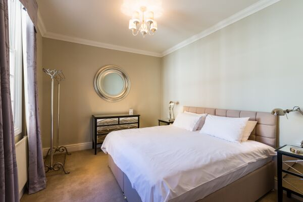 Bedroom, 18 Lansdown Crescent Serviced Apartment, Cheltenham