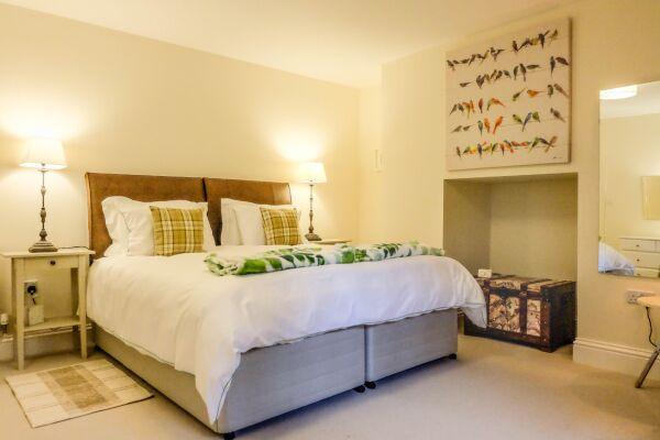 Bedroom, Eden House Serviced Accommodation, Cheltenham