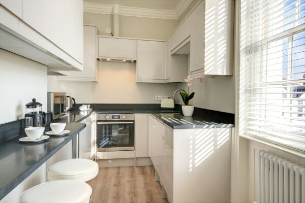 Kitchen, Wolcote House Serviced Apartment, Cheltenham