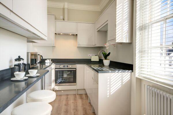 Kitchen, Wolcote House Serviced Apartment, Cheltenham