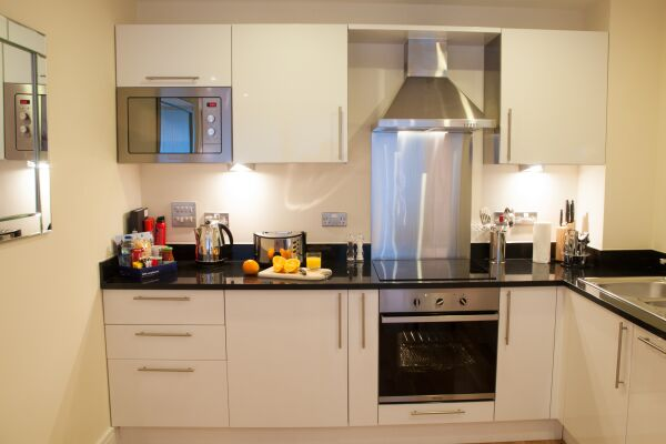 Kitchen, Lanterns Court Serviced Apartments, Canary Wharf, London