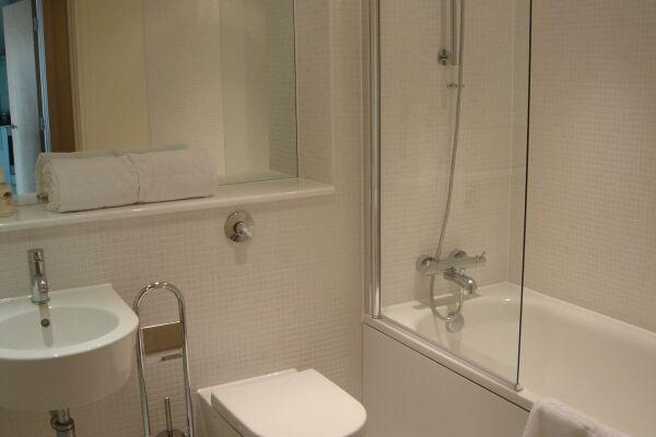Bathroom, Lanterns Court Serviced Apartments, Canary Wharf, London