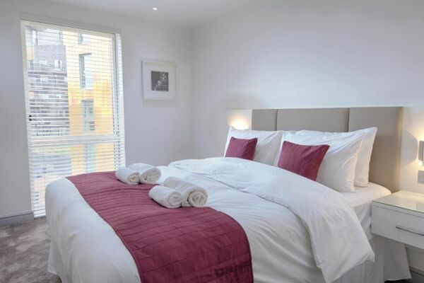 Bedroom, Pioneer Point Serviced Apartments, Ilford, London