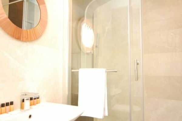 Bathroom, Old Compton Street Serviced Apartments, Soho
