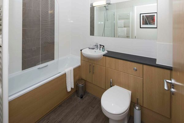 Bathroom, Beneficial House Serviced Apartments, Bracknell