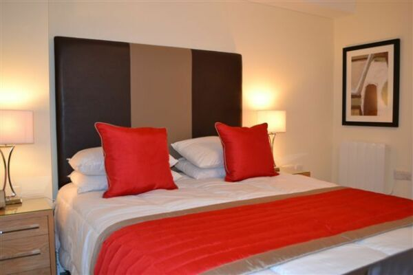Bedroom, Central Point Serviced Apartments, Basingstoke