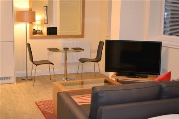 Dining Room, Central Point Serviced Apartments, Basingstoke