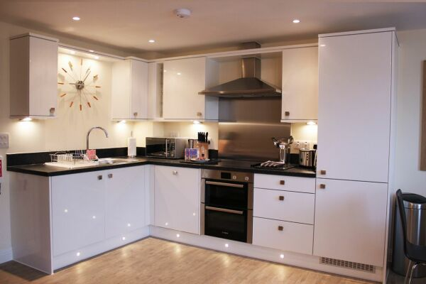 Kitchen, Central Point Serviced Apartments, Basingstoke
