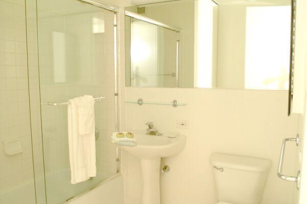 Bathroom, Longacre House Serviced Apartments, Midtown, New York