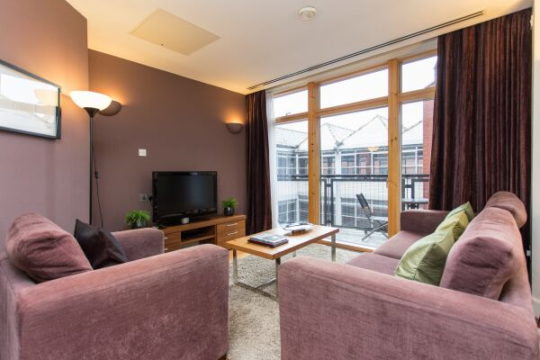 Park Place Serviced Apartments in Leeds, Apartment with Balcony