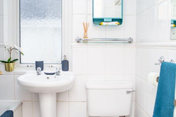 Bathroom - The Louis Armstrong