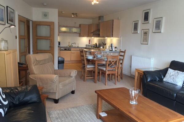 Living and Dining Area, Chrysalis Serviced Apartment, Glasgow