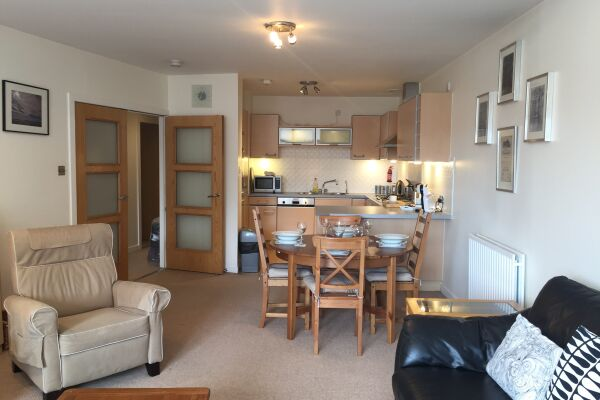 Kitchen and Dining Area, Chrysalis Serviced Apartment, Glasgow