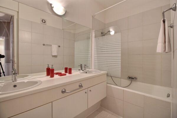 Bathroom, Lerivoli Serviced Apartment, Paris