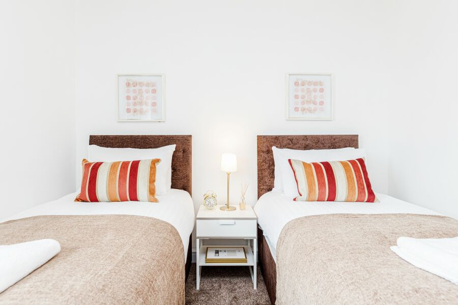 Grays House Accommodation - Essex, United Kingdom
