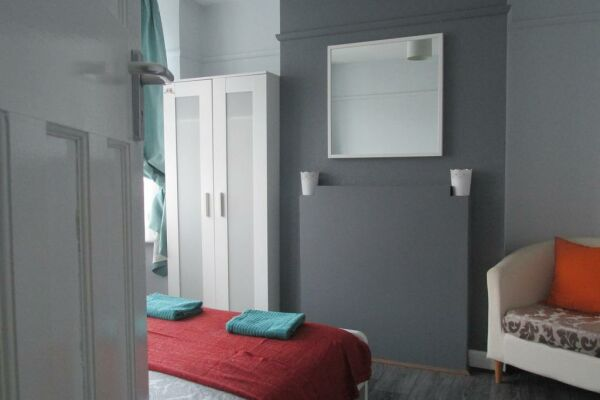 Double bed large room