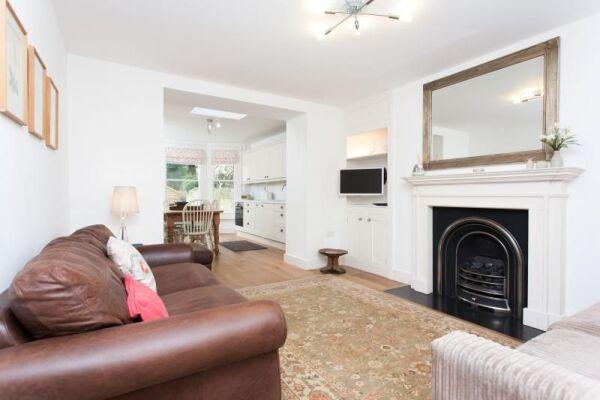Living Room, Daniel Street Serviced Apartments, Bath