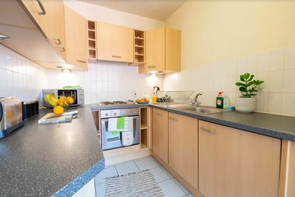Whitehall Place Apartment in Leeds, Kitchen