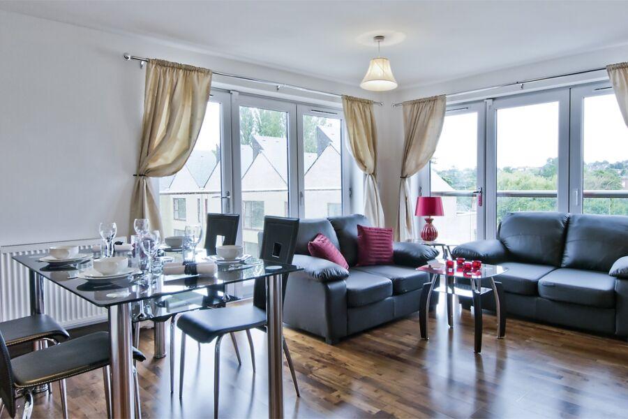 Kings Island Apartments - Uxbridge, West London