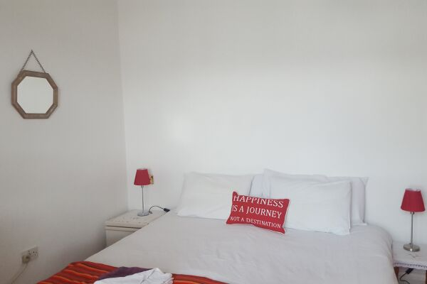 Bedroom with King Size bed which can be made up as twin