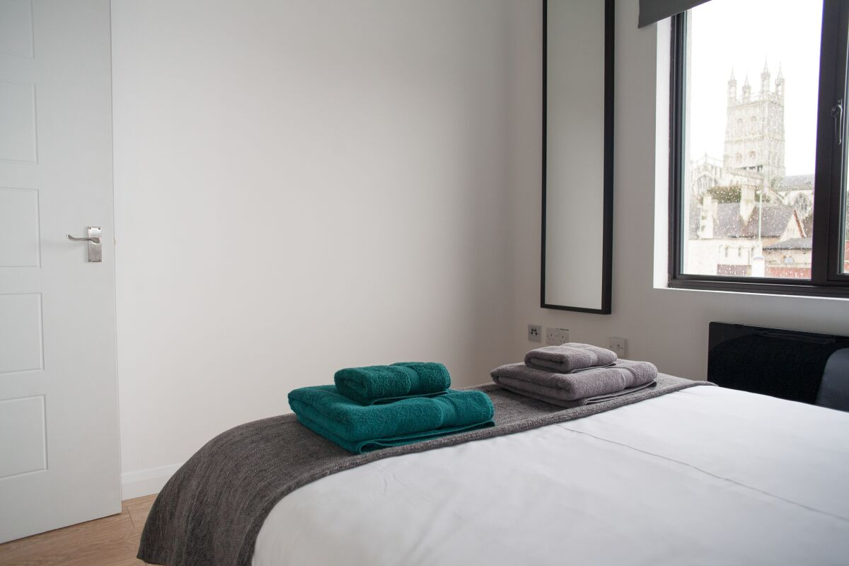 Double bedroom, Quire Court Serviced Apartments, Gloucester