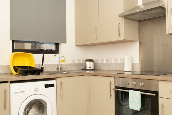 Kitchen, Quire Court Serviced Apartments, Gloucester