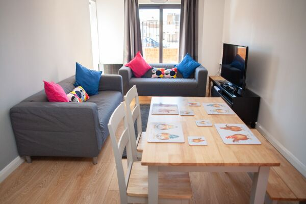 Lounge area, Quire Court Serviced Apartments, Gloucester