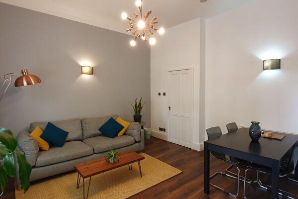 Living room Avenue Road serviced apartment Leamington Spa