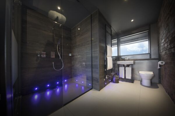 The Bells Serviced Apartments in Leeds, Bathroom