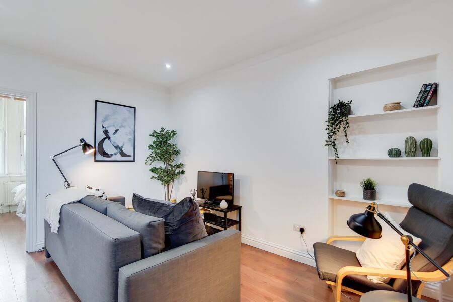 Tooting Broadway Apartment - Tooting, South West London