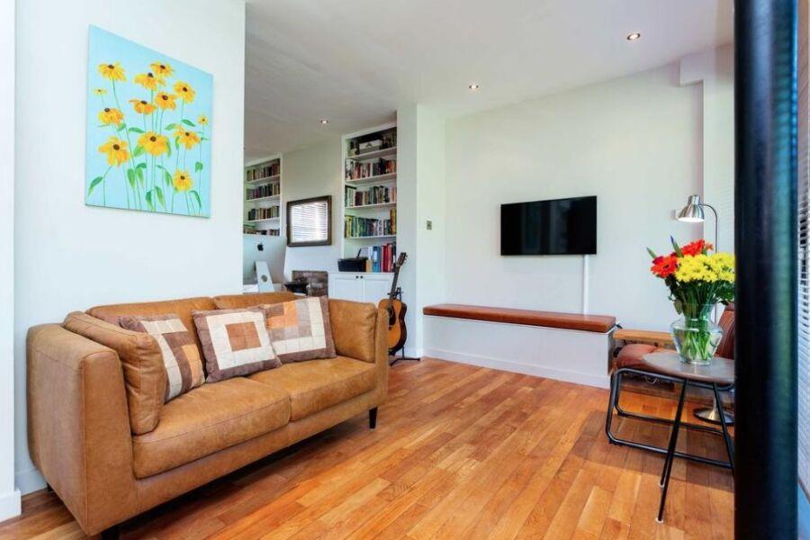 Hartfield Crescent Apartment - Wimbledon, West London