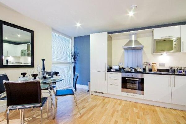 Kitchen, Lanterns Court Serviced Apartments, Canary Wharf, London