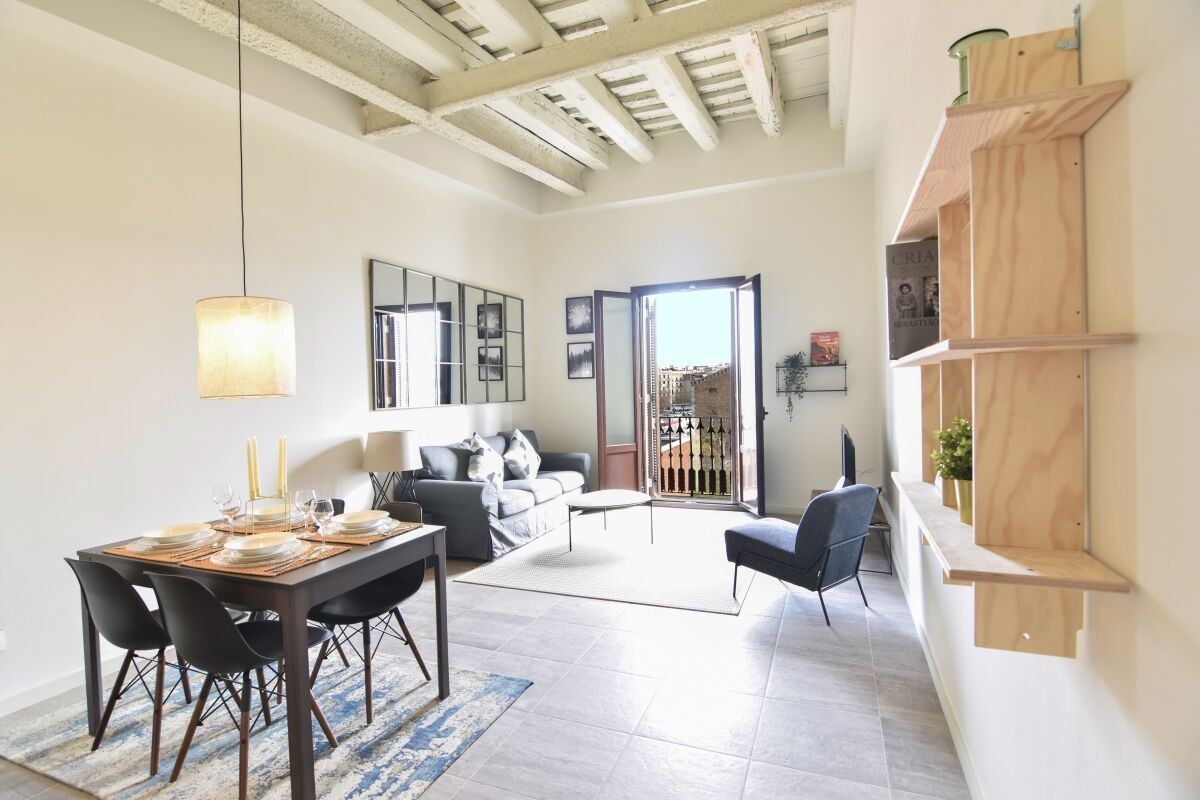 Reina Cristina Apartments - Barcelona, Spain