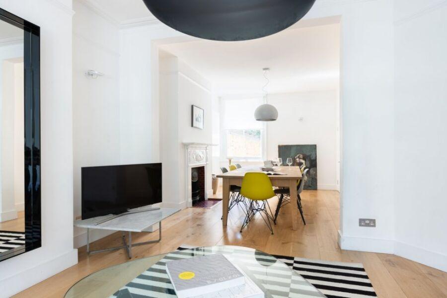 Latimer Road Escape Apartment - White City, West London