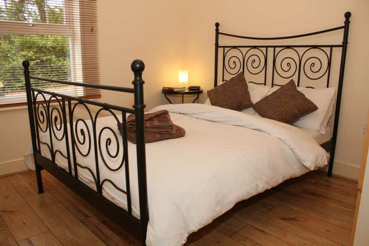 Bedroom, Jacobs Court Serviced Apartments, Crawley
