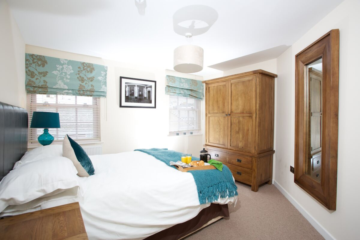Master Bedroom, Suffolk Road Serviced Apartments, Cheltenham