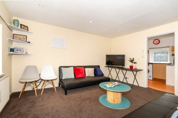 Cambridge Heath Road Apartment - Hackney, North East London