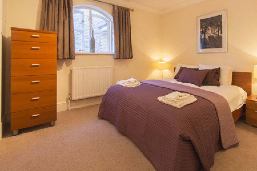 Evesham Court Apartment - Richmond, West London
