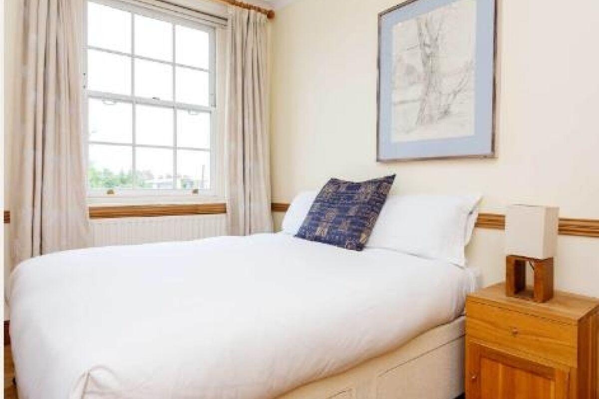 Bedroom, Englefield Road Serviced Apartments, Islington, London