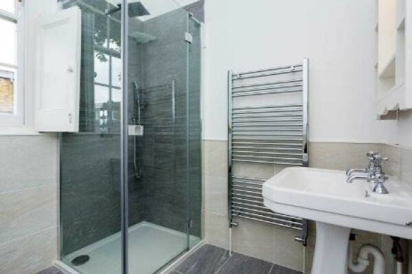 Bathroom, Englefield Road Serviced Apartments, Islington, London