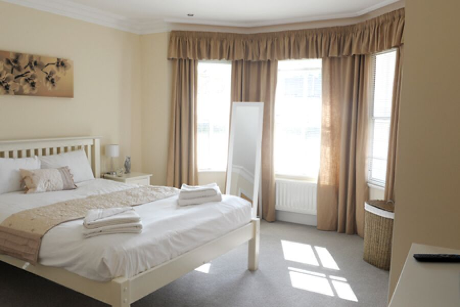 Arcadia Court Apartment - Richmond, West London