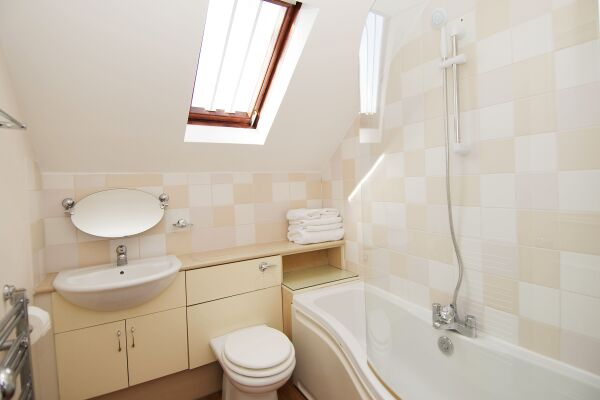Bathroom, Maybury Court Serviced Apartment, Marylebone