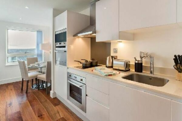 Kitchen, Lincoln Plaza Serviced Apartments, Canary Wharf