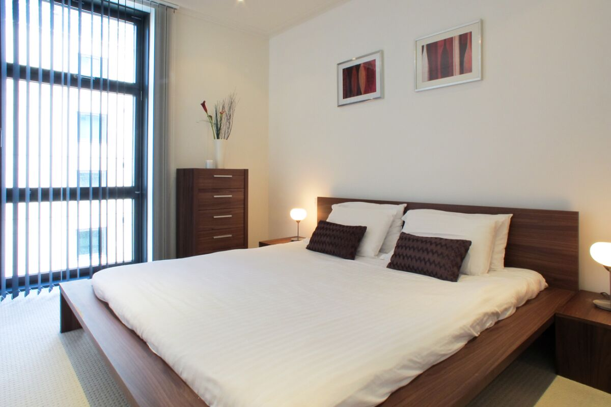 Main Bedroom, Discovery Dock Serviced Apartments, Canary Wharf, London