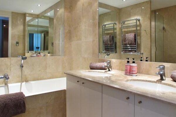 Bathroom, Canary Riverside Serviced Apartments, Canary Wharf, London