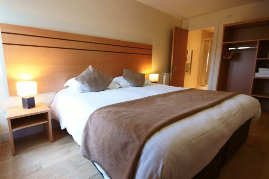 Lodge Drive Apartments - Enfield, Greater London