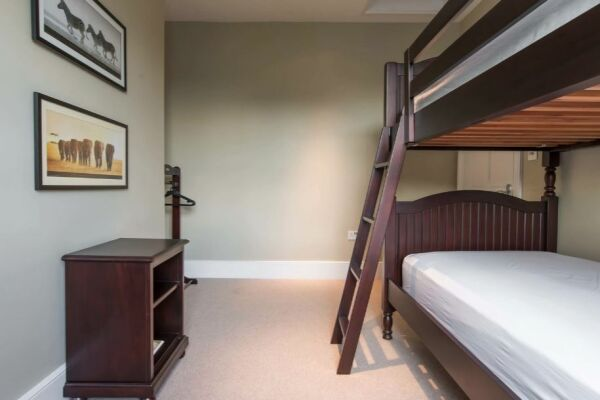 Bedroom, Offord Road Serviced Apartments, Islington, London