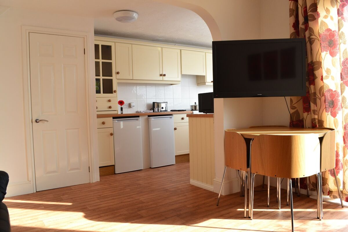 Kitchen, Tenth Avenue House Serviced Accommodation, Bristol