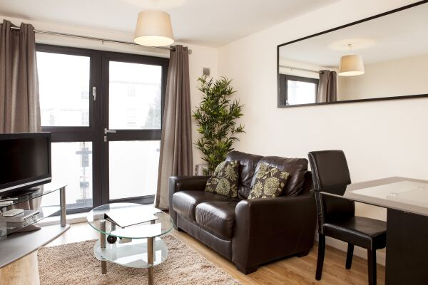 Living Area, Cheltenham Plaza Serviced Apartments, Cheltenham